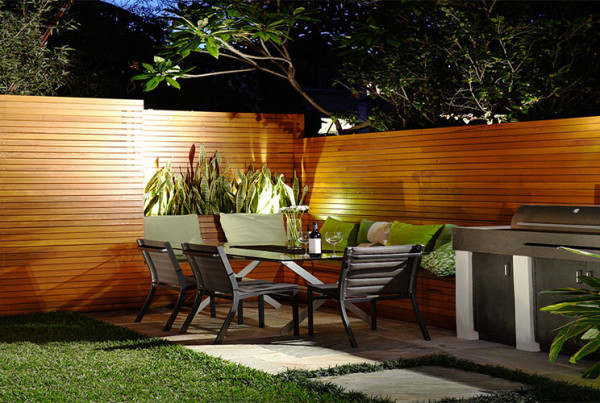 Outdoor dining ideas for evening entertainment