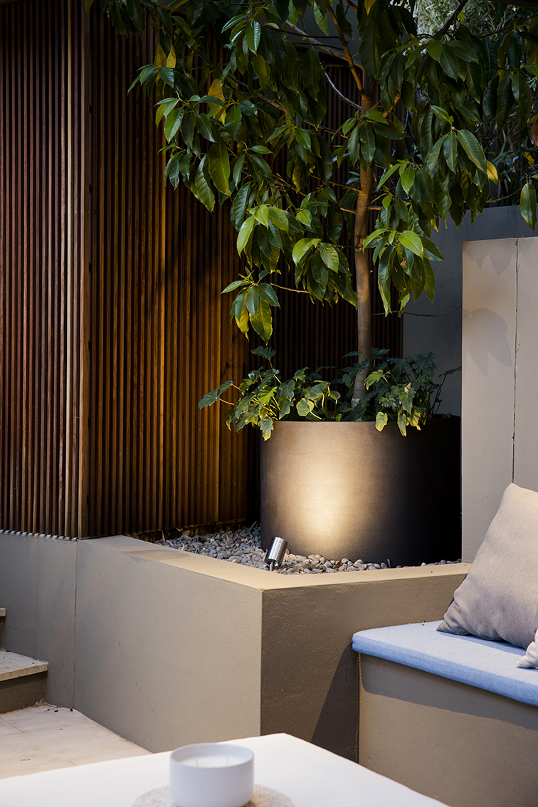 Hunters Hill timber cladding and planter pot