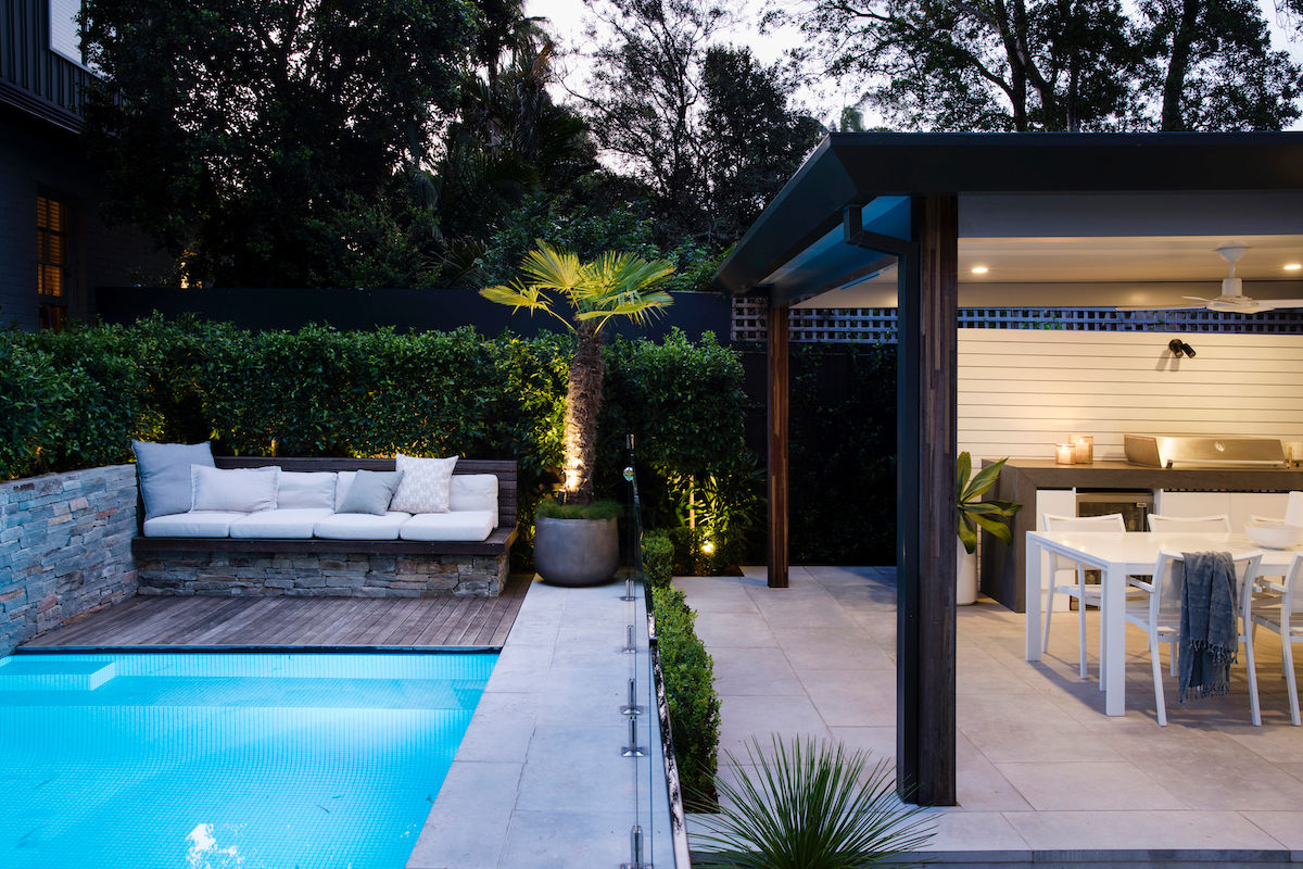BackGardenDesign-Night-EntertainingArea-Pool