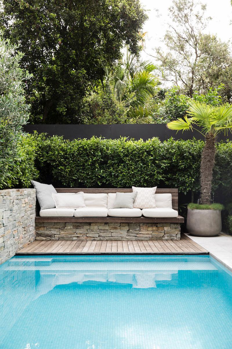 BackGardenDesign-Pool-Bench-Deck-Plants-Hedge