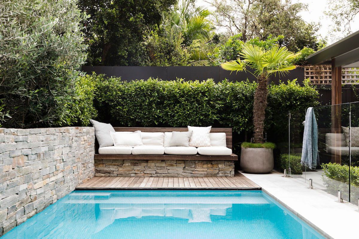 BackGardenDesign-Pool-Bench-Palm-Pot