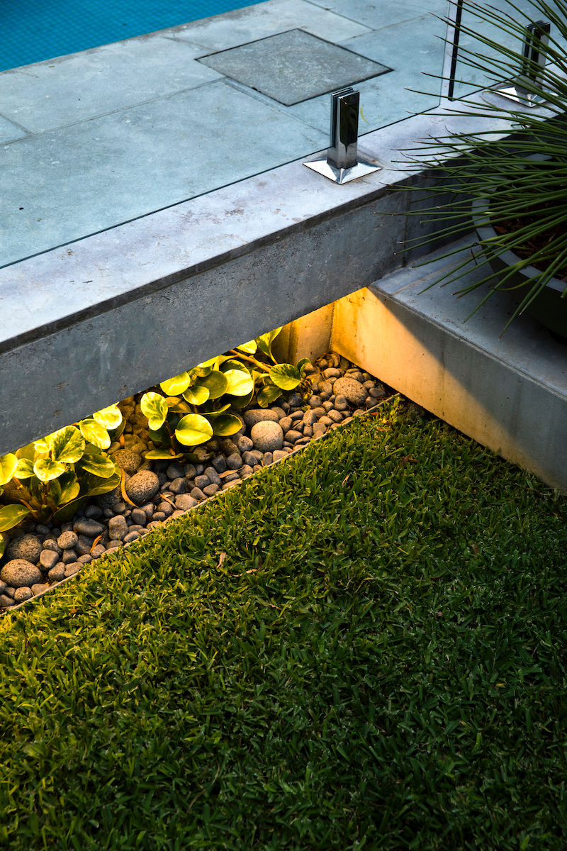 GardenDesign-Pool-Night-Lights-Plants-Grass